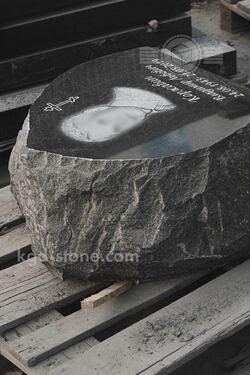 Памятник скала гранитная корка на могилу