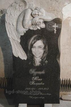 Гранитный памятник стела с ангелом