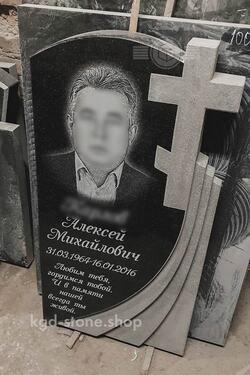 Памятник из черного гранита габбро с крестом