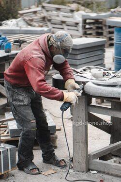 Изготовление памятника из гранита в мастерской