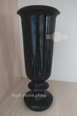 резная ваза из габбро диабаза для цветов на кладбище фото