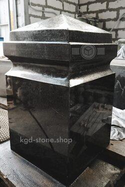 Фигурные столбы из черного гранита габбро