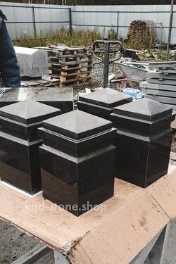 Гранитные столбики для ограждения на кладбище
